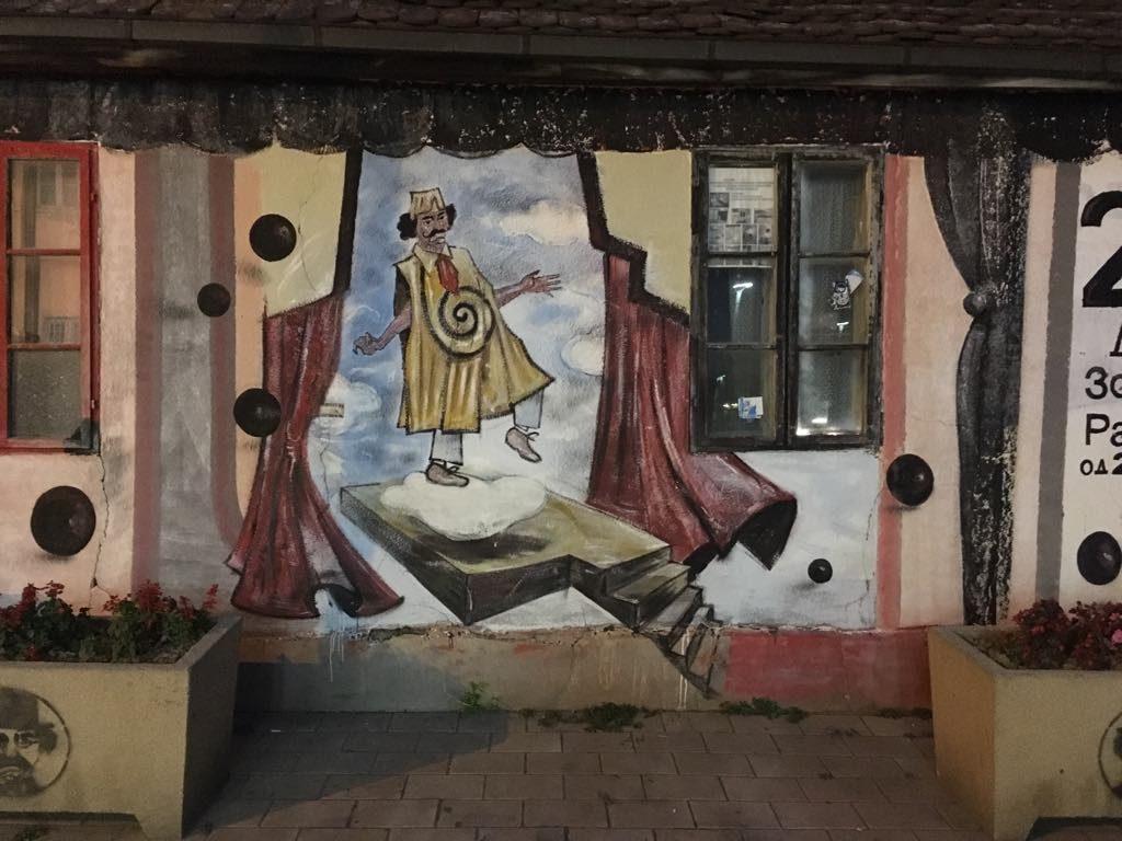 Mural Zorana Radmilovića u Zaječaru preko puta pozorišta