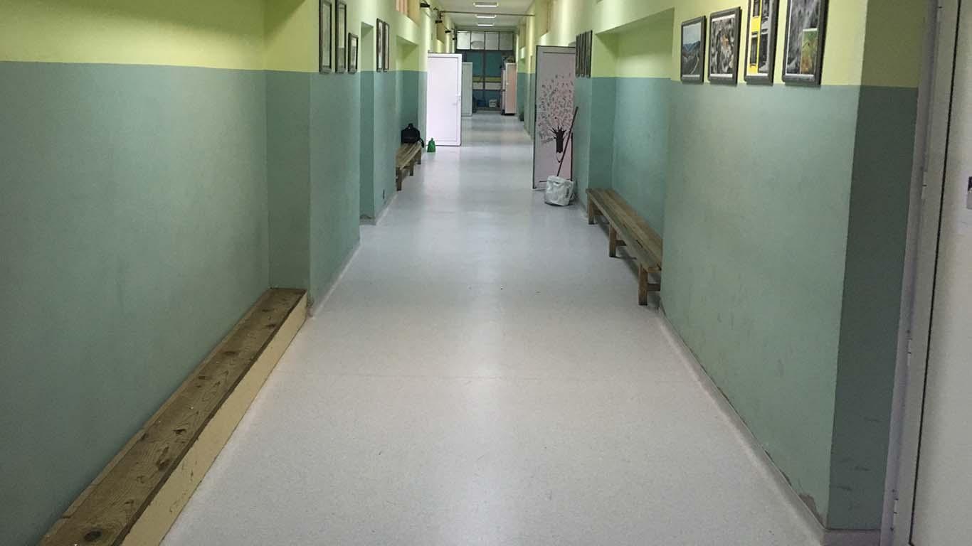 Prazan hodnik zaječarske Gimnazije