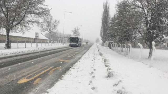 Sneg na putu otežava saobraćaj