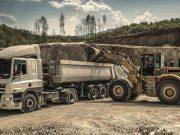 Kamion, bager, mašine
