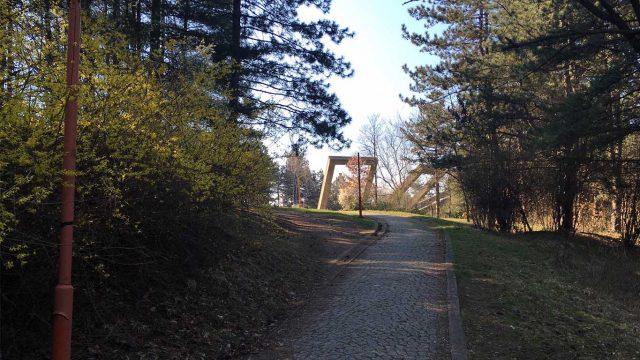 Park šuma Kraljevica - Spomenik Vešala