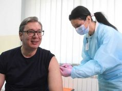 Aleksandar Vučić prima kinesku vakcinu u Rudnoj Glavi kod Majdanpeka